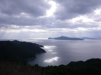 17.1.21 光と島2.JPG